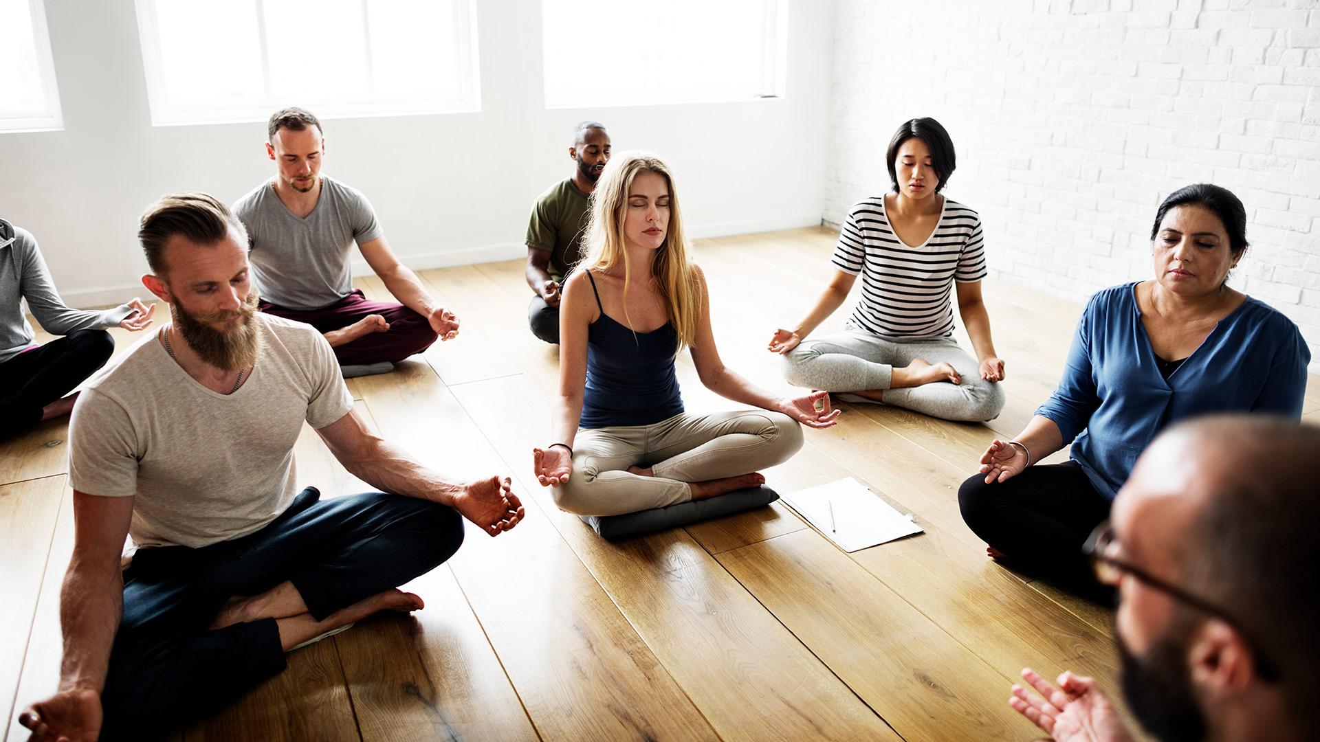 yoga-class-concept-PTLGKTV